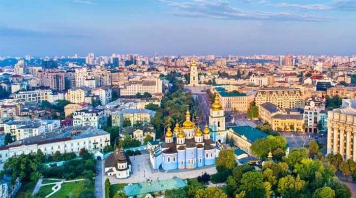 Вірус Коксакі в Україні: небезпечний презент із спекотних країн